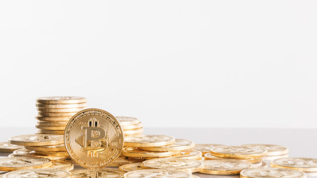 仮想通貨(暗号資産)で収益を上げている人のイメージ