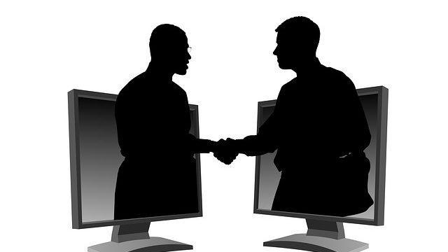 協力してくれる企業と提携が決まった場面