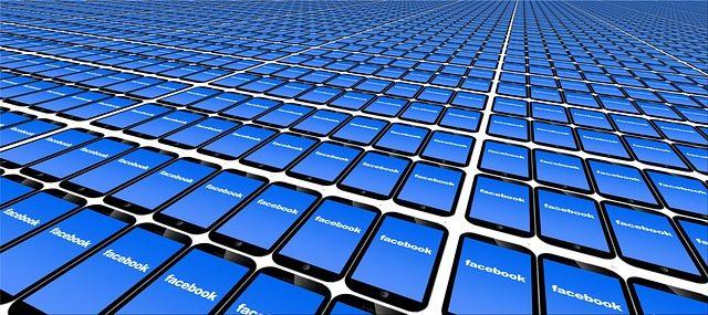 Facebookの仮想通貨(暗号資産)を手に入れるために集められたスマートフォンの山